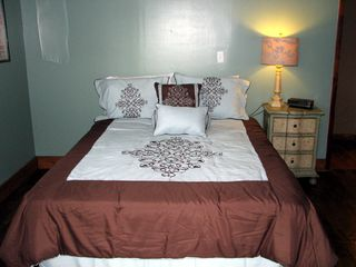 Asheville house photo - Guest bedroom with queen bed