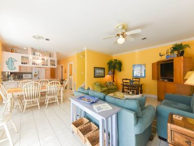 Beachy décor, this Home is prepared for your Christmas FAMILY GETAWAY! BOOK NOW
