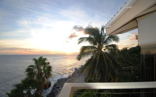 Honolulu house photo - You can watch the breathtaking sunsets...