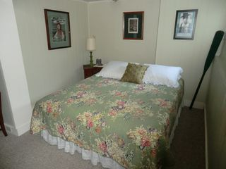 Muskegon cottage photo - Comfy Queen Bed To Relax On & Watch TV Or Enjoy Some Music In Studio Flat