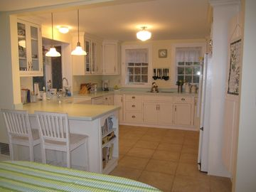Updated eat-in kitchen with all modern amenities