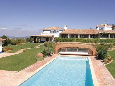 Air-conditioned accommodation, with pool, close to the sea