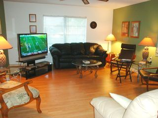 Pompano Beach villa photo - Living room features Big Screen TV w/ DVD and leather queen convertible sofa bed