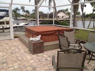 Cape Coral villa photo - Hot tub for 6 persons makes for a nice evening with friends.