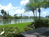 Gorgeous waterfront condo, 5 minutes to open gulf waterway