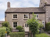CARTMEL COTTAGE, pet friendly, with a garden in Middleham, Ref 4129