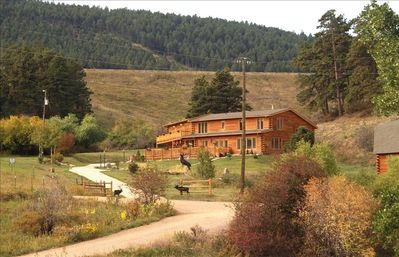 LOG LODGE  RETREAT MINUTES TO DENVER & COLORADO SKI COUNTRY