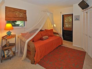 Key Largo house photo - A king size trundle bed