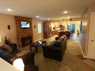Tahoe Island house rental - Spacious open living area