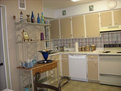 Fully Equiped Kitchen w/microwave Eat in and save money