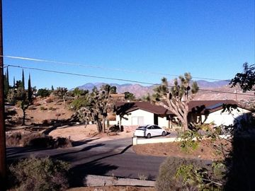 Yucca Valley chateau / country house rental - Your Get Away!