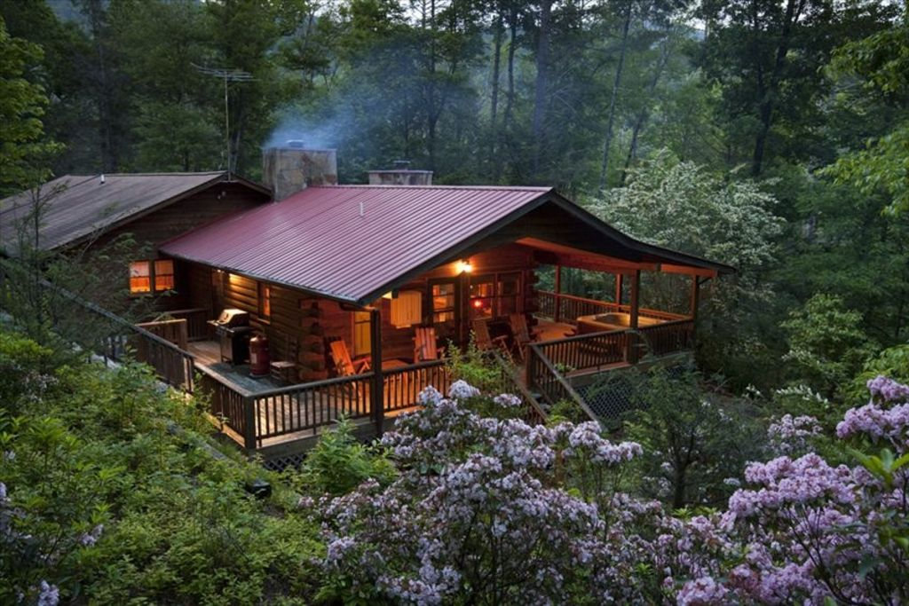 Cedar log cabin in the woods 2 fireplaces vrbo for Building a small cabin in the woods