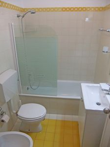 Cascais apartment rental - Recently refurbished bathroom