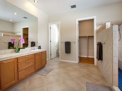 Cathedral City house rental - Master bathroom with walk-in shower