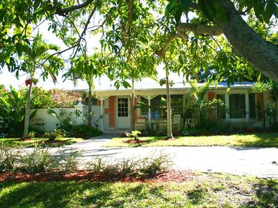Beautiful quiet home close to white sandy beach; close to 5th world class dining
