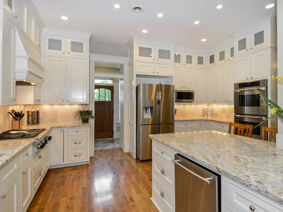 GORGEOUS DOWNTOWN MANSION WITH GOURMET KITCHEN (WITH 2 DINING ROOMS)