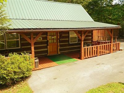 Fantastic log cabin awaits you!