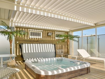 Comfortable house 200 m away from the beach. Terrace with Jacuzzi.