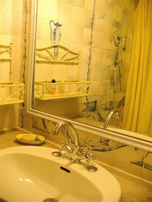 Adjoining shower room