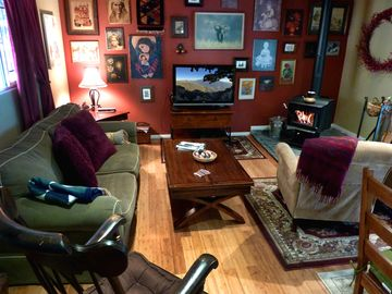 Lake Arrowhead cabin rental - Comfy living room with wall of art.