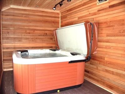 Private Bullfrog hot tub 4-6 people Also - 8 wall mounted boot dryers