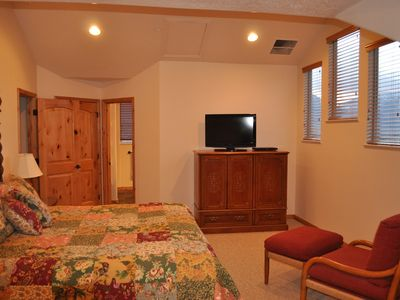 Eden condo rental - Spacious Master Retreat. Mountain Views. Extra Comfortable Matresses.