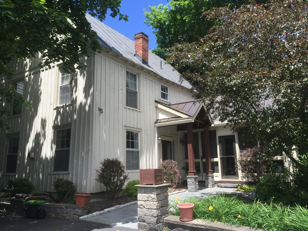Summer track rental steps to downtown vrbo for Vacation rentals in saratoga springs ny
