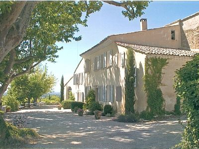 Mas Provencal, quiet and very spacious with private pool and large garden.,