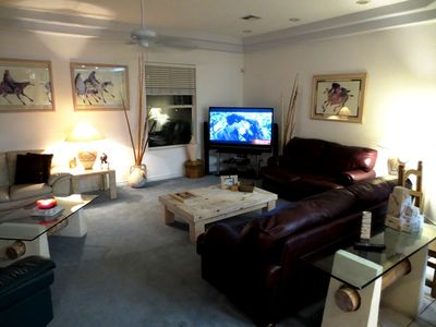 LIVING ROOM, FLAT SCREEN