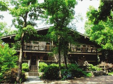 Greers Ferry Lake lodge rental - .