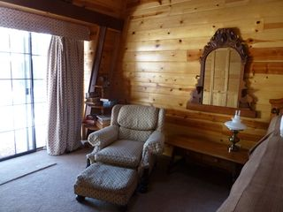 Flagstaff cabin photo - Comfortable sitting/reading area in Master.
