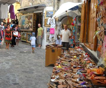 The best sandals shop of Positano 10% Off for Villa Costanzo Customers