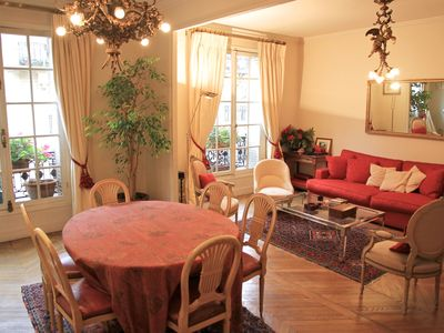 Beautiful and charming apartment near old Arc de Triomphe and Champs Elysées