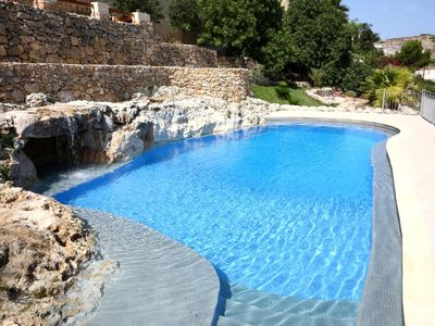 'Dar is-Saqwi' - luxury farmhouse with large pool, hot tub and view