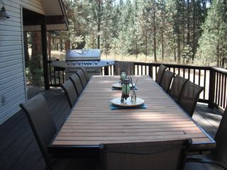 Lake Roosevelt house photo - Our wonderful new deck table for 12.