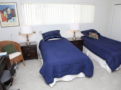 Beverly Hills townhome rental - 3rd bedroom with two twin sized beds, desk , dressor, closet, night tables.