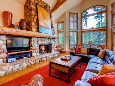 Inglenook - Great Room with large windows (in the wintertime enjoy excellent views of the ski resort), Gas Fireplace and Flat Screen TV