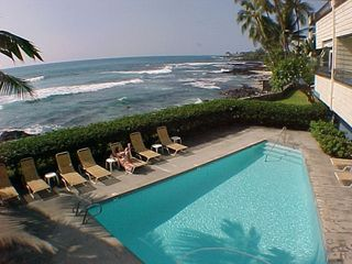 Kailua Kona condo photo - Oceanside pool and spa