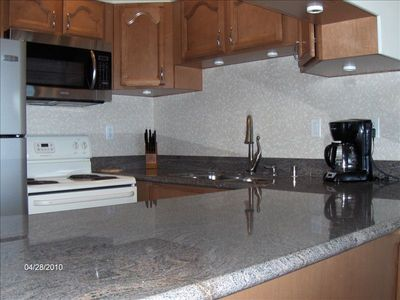 Makani Sands Maui rentals full kitchen with all the necessary appliances.