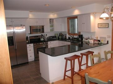 Kitchen w/ counter top seating