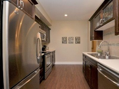 Victoria apartment rental - gourmet galley kitchen
