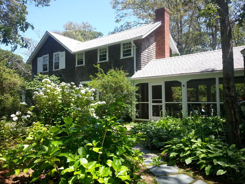 Charming Rustic 4 Br East Chop Cottage Sleeps VRBO