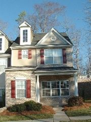 Upscale townhouse close to downtown homeaway charlotte for Charlotte motor speedway condo rental