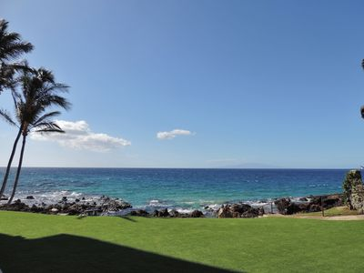 Spectacular view from lanai  - 60 feet from the ocean