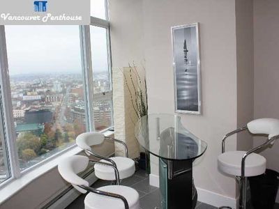 Vancouver apartment rental - Solarium Bar