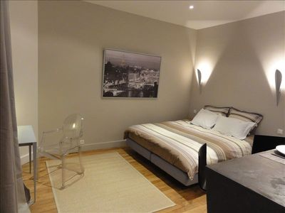 8th Arrondissement Champs Elysees apartment rental - overview with King size bed