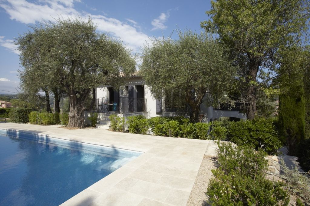 Luxury house, 180 square meters, close to the beach