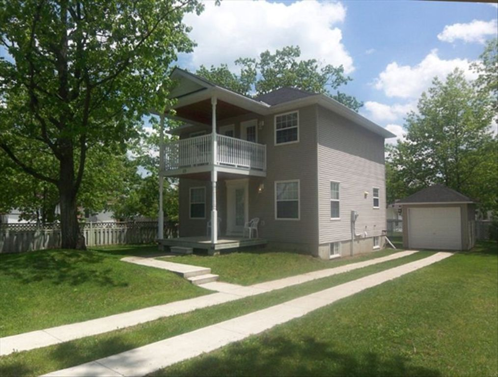 Upscale Luxury in Wasaga 4 Bedroom Beach House Located Steps from Wasaga Beach