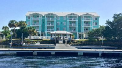 NEW  LISTING - Waterfront-WIFI-Assigned Boat Slip - Rivers Edge - Salty Pelican