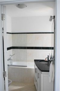 Ensuite bathroom with lots of natural light